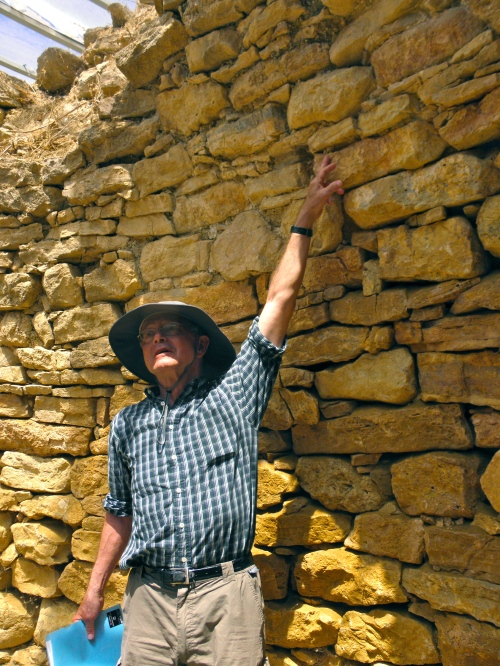 Professor Rutter explains how flat slabs of stone were used in the construction to flatten the various levels of coarse stone during the corbelling process.