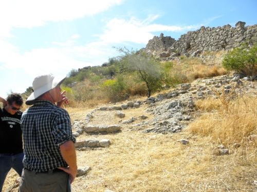 Professor Rutter points out the segmented wall at the citadel of Midea made of Cyclopean masonry that still stands after more than three thousands years.