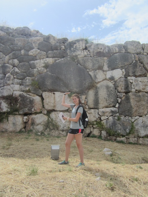 Laura= Hercules. See how effortless it is for her to hold a cyclopean block in the fortifications of Mycenae.
