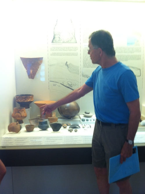 Prof. Rutter explains the pottery finds from Franchthi Cave in the Naupflion Museum. These vessels – created ca. 7000 B.C.—represent some of the first forms of pottery in Greece.
