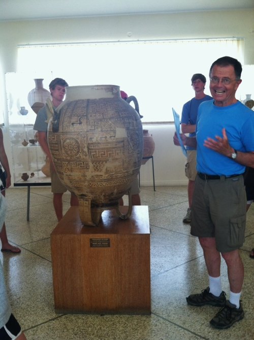 Prof. Rutter lectures about an Argive Geometric-style giant pyxis from 740/50 B.C. in the Argos Museum.  The pyxis features imagery of birds and horses on irregular rectangular panels, a type of decoration which is believed to have been inspired by quilts.