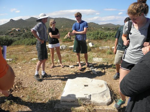 Professor Rutter, lecturing about the heron at Sounion that was placed next to the Temple to Athena (which strangely only had external colonnades on two sides of the temple). Cam wins timê points for pointing out that the building was distyle prostye in the eastern side.