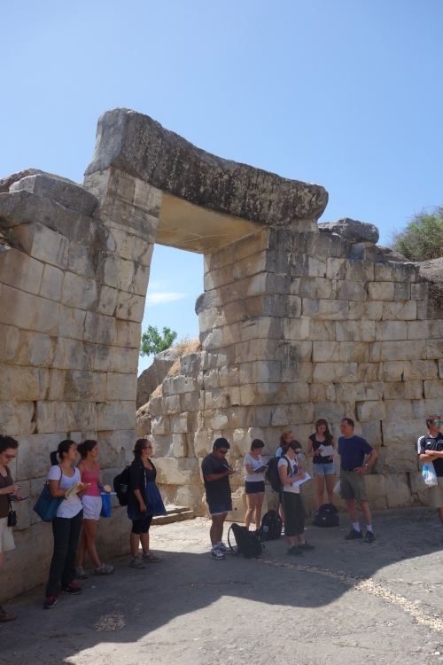 Rutter gives a quick lecture on the tholos at Orchomenos.
